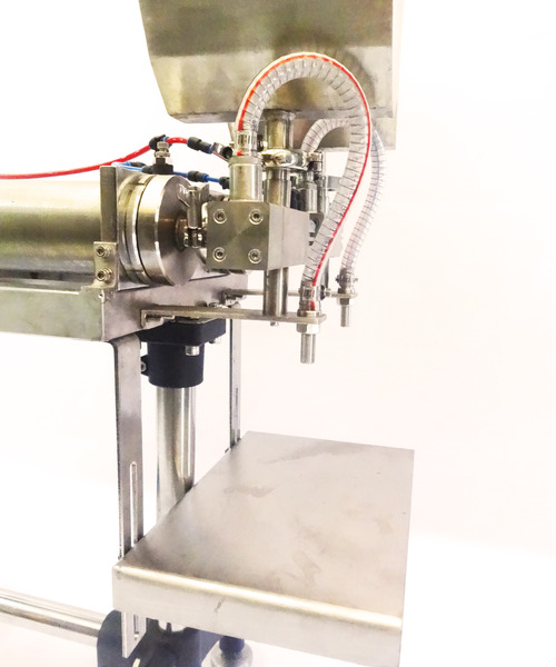Filling table and nozzle